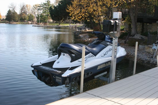 FS Dock-Mount PWC Lift 01