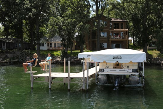 Free Standing Pontoon Lift 17
