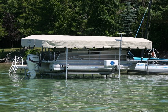 Free Standing Pontoon Lift 04